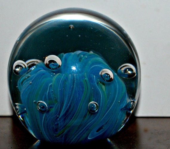 aqua  paper weight  with controlled bubbles
