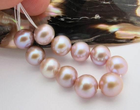 11 BEAUTIFUL AAA Freshwater 8.2-8.6mm Round Purply Pink Pearls 3.70 inches