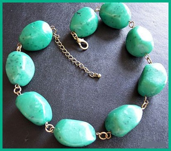 """Vintage Green Malachite CHUNKY Necklace Lucite or Stone Beads & Gold Metal 18"""""""