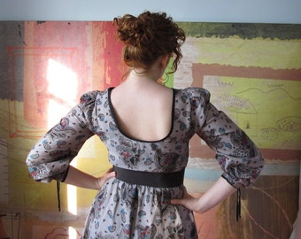 PAISLEY LADY  )( Vintage Gray Paisley Dress )( Super 70s )( Candy Jones )( Size S/M