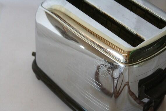 REDUCED AGAIN Vintage Rare 1939 Toastmaster Daisy Deco Tick Tock Toaster Model 1B6
