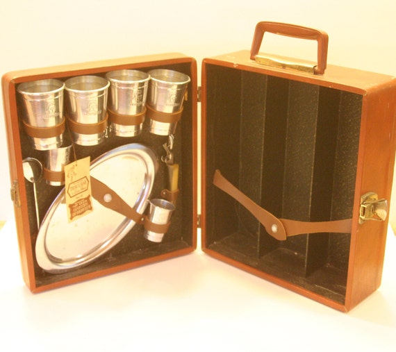 Vintage Martini On The Go Travel Bar Set Trav L Bar in Camel Tan Brown Leather-ish case