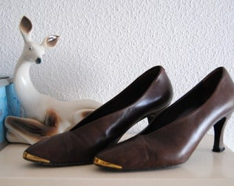 90 Vintage Brown Leather Pumps with Gold