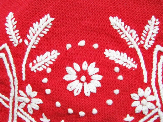 SALE /// Vintage Fabric FARMHOUSE  Red COTTAGE Embroidered Napkins- set of 4 /// Treasury Item /// Now 20% Off