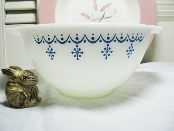 "Vintage Pyrex SNOWFLAKE Garland Mixing Bowl Cinderella 1960""s-1970'-White & Blue-Like NEW Condition 1-1/2 pint"