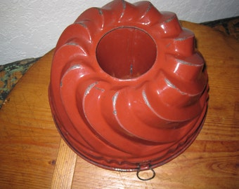 Vintage Reddish Brown Bundt Cake Form - Graniteware