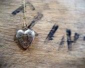 Vintage 14K Gold heart locket featuring flowers / My Summer Fling mid-century heart shaped gold locket.