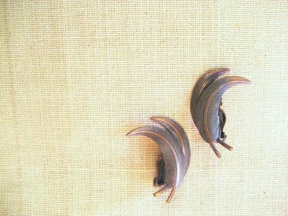 Vintage earrings bird feather copper earrings / dress clips / free spirit 1940s vintage earrings