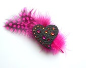 HEART BROOCH with pink FEATHERS - iloveyoujewels
