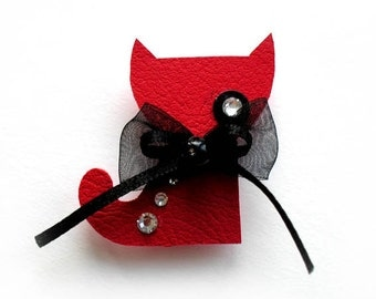 CAT WENDY BROOCH in red with black bow