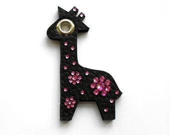 GIRAFFE GABRIELLE BROOCH in black with pink swarovski crystals