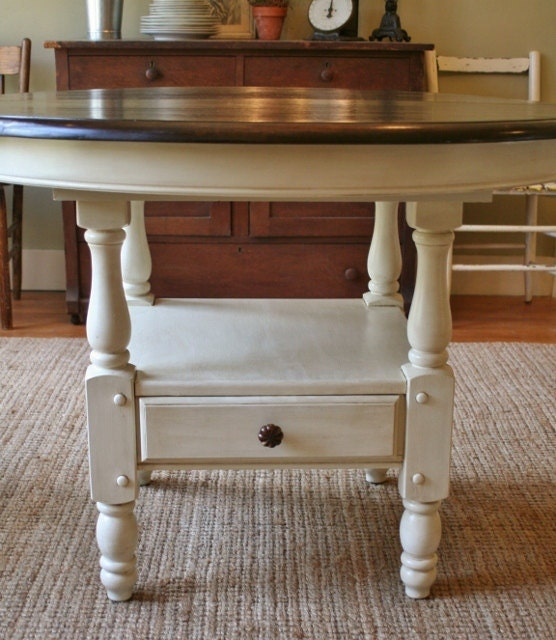 Shabby Chic Kitchen Table: Vintage Antiqued Painted Shabby Chic Round Dining Table