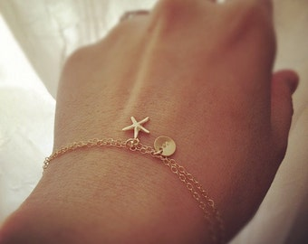 Personalized Bracelet / Initial Bracelet / Initial and Starfish / 14k Gold Filled Initial with Starfish Charm Bracelet - Everyday Jewelry