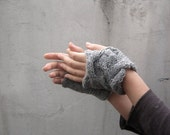 Rumpled Fingerless gloves - Grey