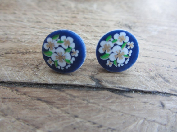Japanese navy blue earstuds with white flowers- 120106