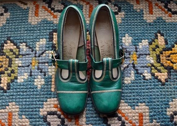 Vintage Green Buckle Mod Heels/ 1960s Shoes