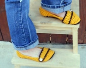 Button strap crochet slipper booties in sunflower and chocolate.
