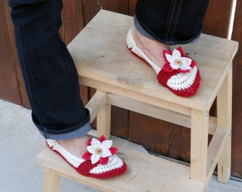 Big button flower slippers, crochet slippers, womens slippers, crochet booties, crochet socks, winter slippers, warm slippers, crochet shoes