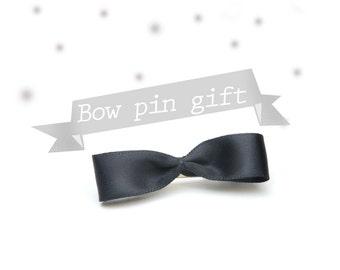 20 Black bow pin gift, small size by SakuraZIPPERjewelry.