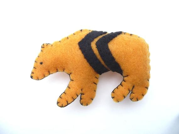 Geometric mustard bear magnet, number 29