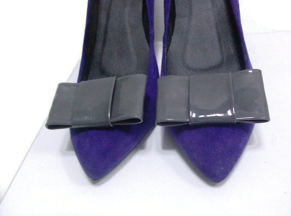 Grey patent leather bow shoe clips