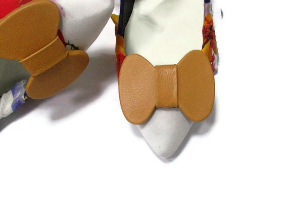 Camel leather bow shoe clips