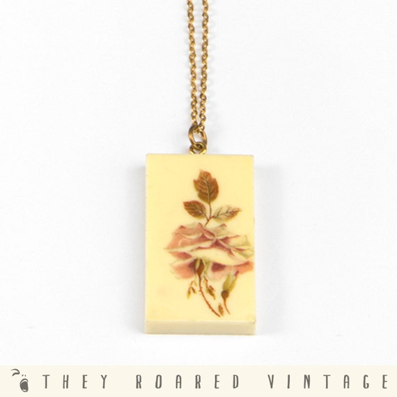 70s Vintage Necklace Flower Square Yellow Gold Chain