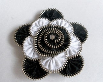 Unique gift, Black and white Zipper brooch,  Approx 3.2 in/ 8 cm. eco friendly, recycled jewelry, gift for her