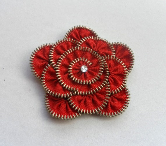 zipper brooch, Red Flower Brooch ,Zipper Pin. Approx 3.2 in/ 8 cm. eco friendly, recycled jewelry