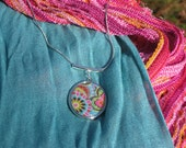 Reversible oval pendant with flowers necklace