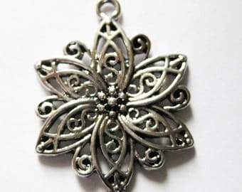 On Sale, 20 pcs Antique Silver Connectors/Links, Flower, 40x28x2.5mm thick, FREE SHIPPING to USA