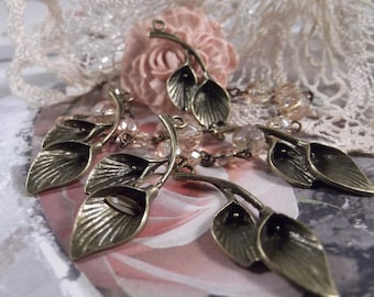Antique Bronze - Lily Flower Charm --- 5 pieces --- CHM - 027