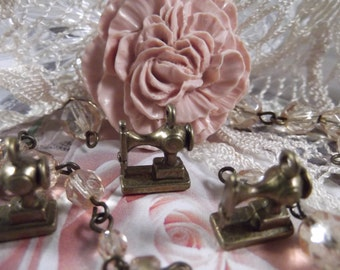 Antique Bronze - Sewing Machine Charm --- 5 Pieces --- CHM - 041