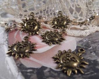 Antique Bronze - Dazzling Sun Charms --- 5 Pieces --- CHM - 057