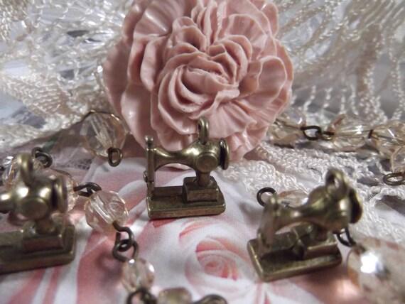 Antique Bronze - Sewing Machine Charm --- 5 Pieces --- CHM - 041