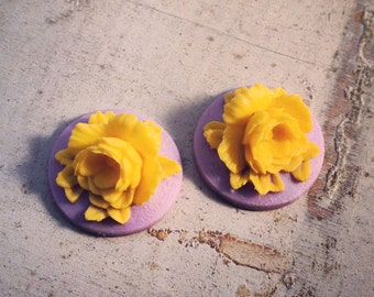 4 Pcs Unique Vintage Style Yellow Flower on Light Purple Base Cameo Cabochons (AV020)