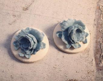 4  Pcs Unique Vintage Style Blue Flower on Cream Base Cameo Cabochons (AV029)