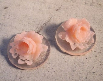 4 Pcs Unique Vintage Style flowers Light Pink Flower on Clear Base Cameo Cabochons natural (AX003)