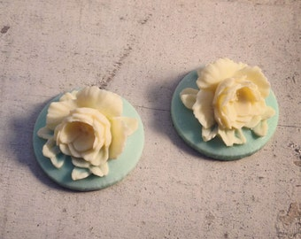 4 Pcs Unique Vintage Style flowers Cream flower on Teal base Cameo Cabochons natural (P021)