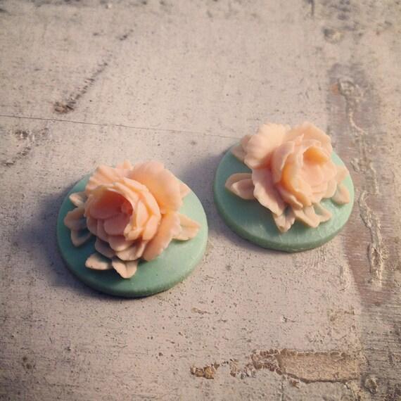 4 Pcs Unique Vintage Style Peach Flower on Teal Mint Base Cameo Cabochons Aqua Mint (P020)