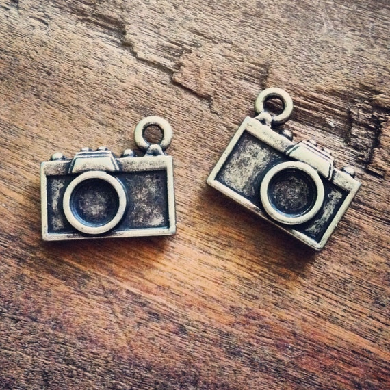 10 Pcs Camera Charms Antique Bronze Camera Charm Small Photography Charm Photo Charm Vintage Style Pendant Charm Jewelry Supplies (BC098)