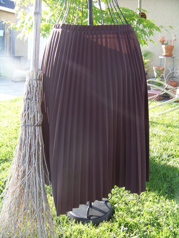 1970's  Chocolate Brown Womens Pleated Skirt/ Size 38