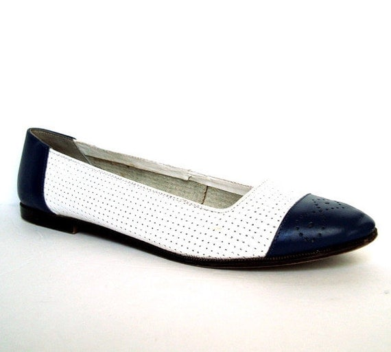 Vintage 80s Navy White Leather Spectator Flats 9