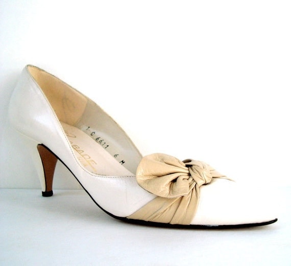 Vintage 80s Cream and Taupe BOW Pumps 6