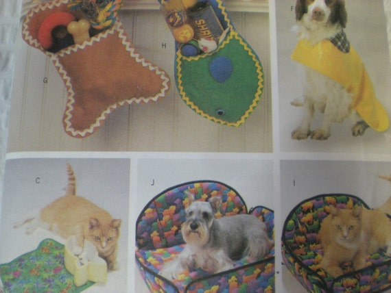Sewing Pattern for Pet Accessories. Frames, dog and cat bed, placemat, Christmas stockings, hat, raincoat. Butterick 6797 uncut