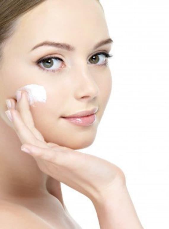 Organic Acne Moisturizng Cream with goat milk