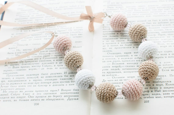 Crochet bead necklace - Beige pale pink white Shabby chic