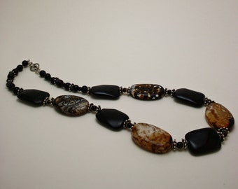 Crackle Agate and Onyx Necklace 3617