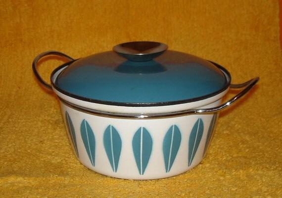 Vintage Cathrineholm Covered Pot Lotus Blue on White