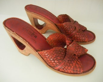 Vintage 70s Reddish Brown Leather Cut Out Cork Hippie Boho Sandal Shoes Made in Brazil Size 7 or 7 1/2